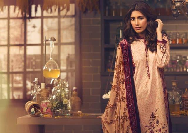 Alkaram-studio-winter-silk-velvet-dresses-collection-2016-17-17