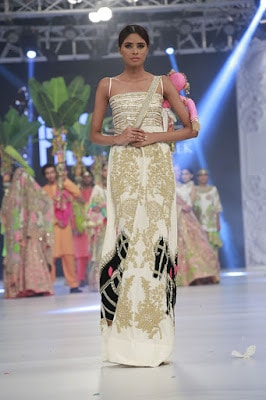 ali-xeeshan-bridal-wear-collection-at-pfdc-l-oreal-paris-bridal-week-2016-15