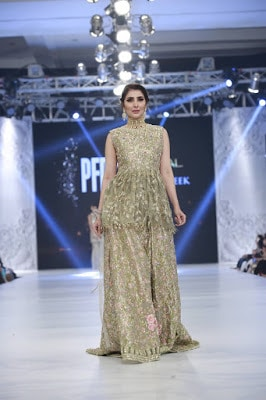 pfdc-loreal-paris-bridal-week-2016-saira-rizwan-lehenga-dresses-collection-10