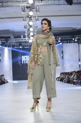 pfdc-loreal-paris-bridal-week-2016-saira-rizwan-lehenga-dresses-collection-11