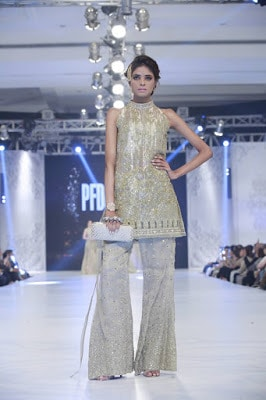 pfdc-loreal-paris-bridal-week-2016-saira-rizwan-lehenga-dresses-collection-12