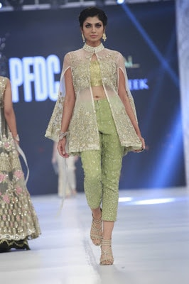 pfdc-loreal-paris-bridal-week-2016-saira-rizwan-lehenga-dresses-collection-16