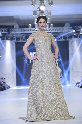 pfdc-loreal-paris-bridal-week-2016-saira-rizwan-lehenga-dresses-collection-17