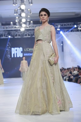 pfdc-loreal-paris-bridal-week-2016-saira-rizwan-lehenga-dresses-collection-7