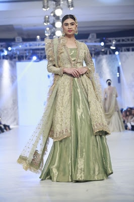 zara-shahjahan-designer-bridal-dress-collection-at-plbw-2016-4
