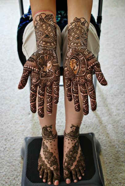 best-and-simple-Indian-bridal-mehndi-designs-for-hands-for-beginner-2