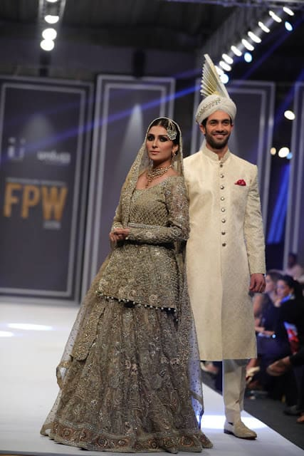 deepak-perwani-bridal-dresses-designs-for-wedding-at-fpw-2016-9
