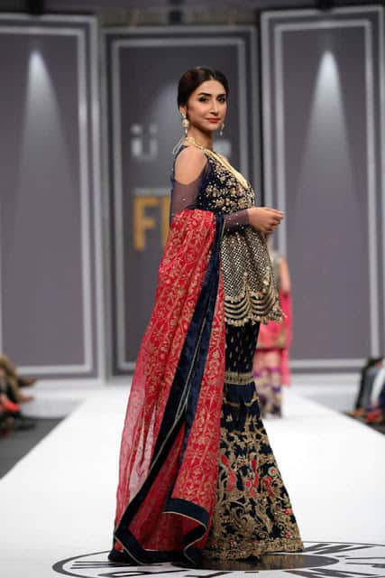 saira-rizwan-bridal-wear-dresses-designs-for-wedding-at-fpw-2016-13