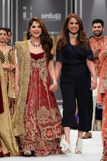 saira-rizwan-bridal-wear-dresses-designs-for-wedding-at-fpw-2016-8