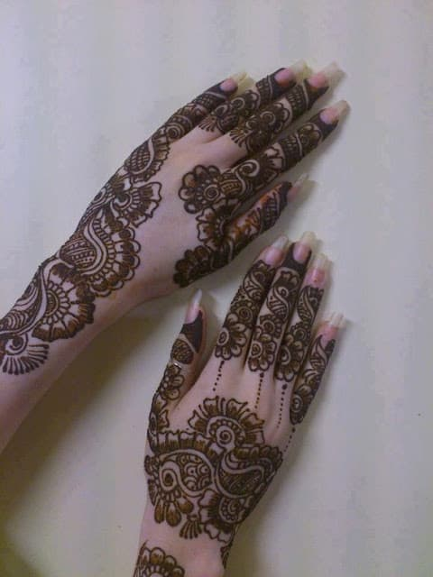 very-easy-and-simple-mehndi-designs-for-beginners-for-hand-17