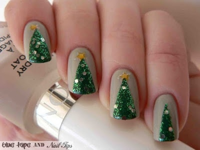classy-and-stylish-christmas-nail-art-designs-for-girls-21