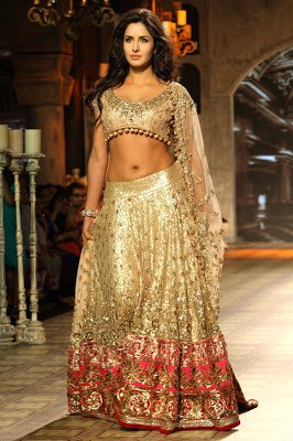 Indian-best-designer-winter-latest-bridal-lehenga-designs-collection-10