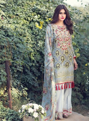 Gulaal-latest-summer-lawn-prints-collection-2017-for-women-6