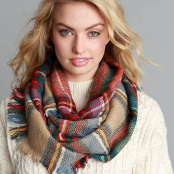 How-to-wear-an-infinity-classic-scarf-pattern-1