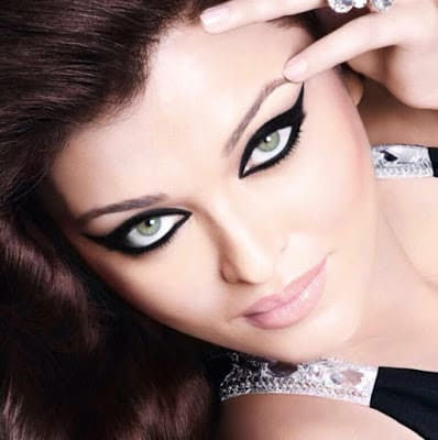 Apply-different-style-and-fashion-of-kajal-perfectly-1