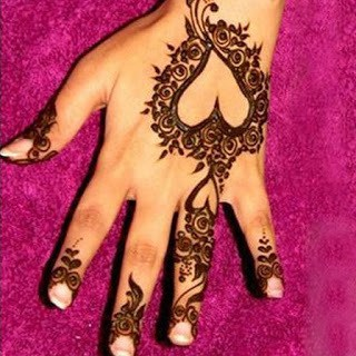 Easy-heart-shaped-mehndi-designs-images-for-hands-11