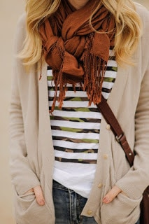 How-to-wear-infinity-scarf-in-summer-that's-look-attractive-20