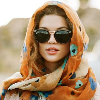 How-to-wear-infinity-scarf-in-summer-that's-look-attractive-3