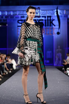 Hsy-paranoia-collection-2017-at-pfdc-sunsilk-fashion-week-10
