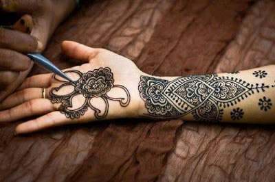 New-and-simple-traditional-eid-mehndi-design-for-hands-2