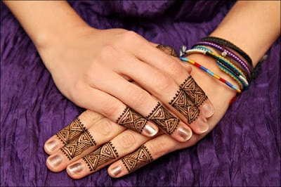 New-and-simple-traditional-eid-mehndi-design-for-hands-5