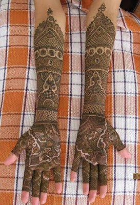 New-and-simple-traditional-eid-mehndi-design-for-hands-7
