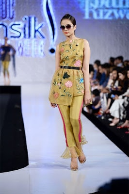 Saira-rizwan-collection-2017-at-pfdc-sunsilk-fashion-week-3