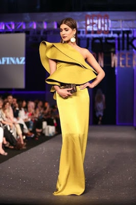 Sana-safinaz-collection-2017-at-sunsilk-fashion-week-12