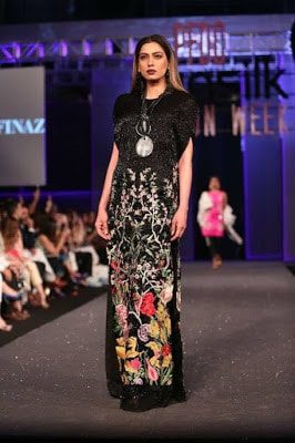 Sana-safinaz-collection-2017-at-sunsilk-fashion-week-15