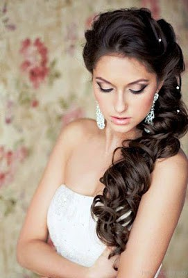 Simple-and-stylish-hairstyles-for-bridesmaids-for-long-hair-1
