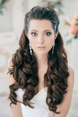 Simple-and-stylish-hairstyles-for-bridesmaids-for-long-hair-5