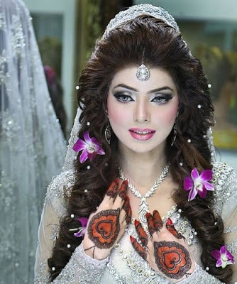 Stylish-indian-bridal-hairstyles-that-looks-perfect-for-wedding-13