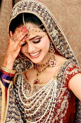 Stylish-indian-bridal-hairstyles-that-looks-perfect-for-wedding-7