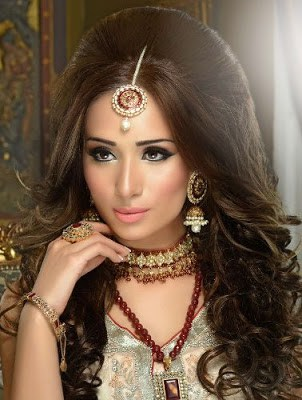 Stylish-indian-bridal-hairstyles-that-perfect-for-wedding-1