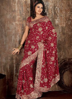 Stylish-indian-embroidered-bridal-saree-2017-for-brides-3