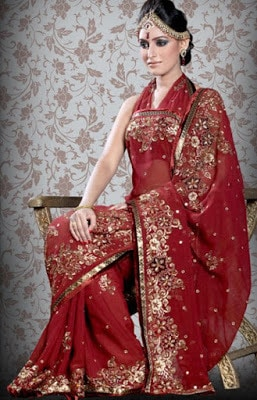Stylish-indian-embroidered-bridal-saree-2017-for-brides-4