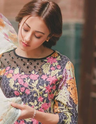 Rang-rasiya-carnation-luxury-summer-lawn-2017-collection-7